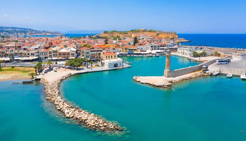 Hier braucht es nichts weiter, um die gemeinsame Zeit zu genießen, denn in Rethymnon scheint alles langsamer und ruhiger als gewöhnlich abzulaufen. ( Foto: Shutterstock-Georgios Tsichlis)
