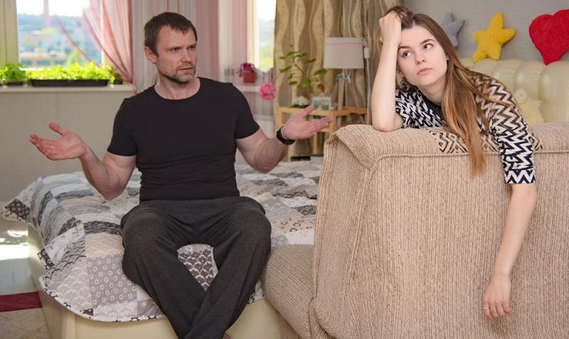 Kommt die Tochter in die Pubertät, stellt das die ganze Familie vor ungeahnte Herausforderungen.