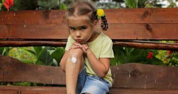 Verbrennungen: Erste Hilfe bei Baby und Kind