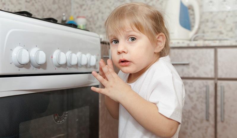 Leider zählen Verbrennungen und Verbrühungen bei Kleinkindern klar zu den häufigsten Unfällen. (#01)