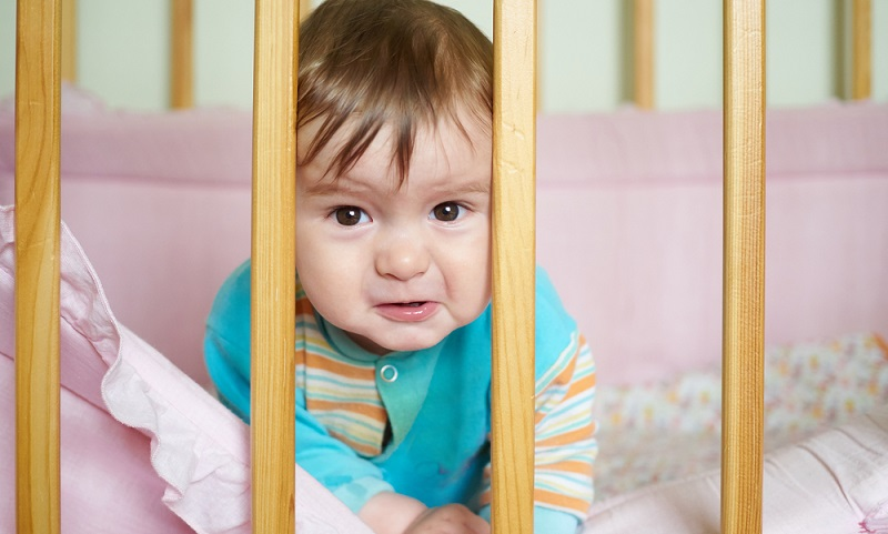 Schon vor der Geburt des Babys richten die meisten Eltern das Kinderzimmer ein. Das Babybett kommt bestenfalls mit ins Schlafzimmer.  (Foto: Shutterstock-olkovslava )