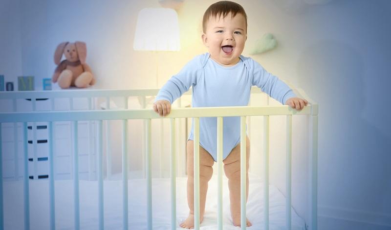 Das Kinderbett mit 1,20 Meter Länge wird im 5. Lebensjahr zu klein. ( Foto: Shutterstock-Africa Studio)