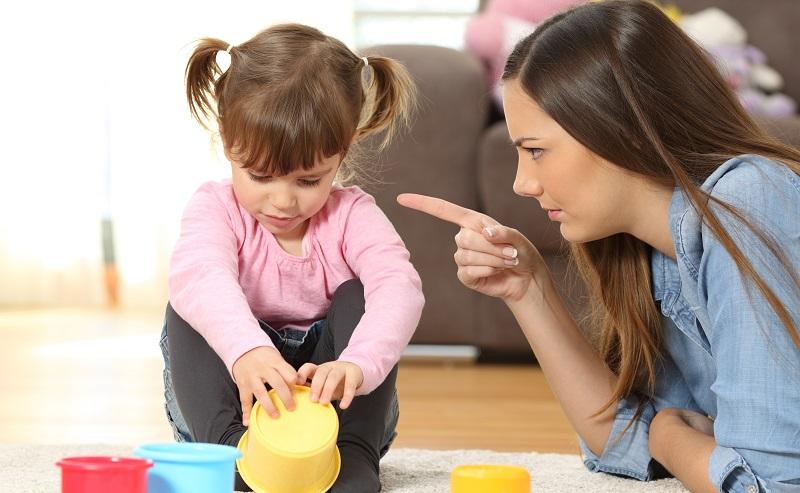 Einkoten bei Kindern: Das Kind wird noch stärker unter Druck gesetzt und hat noch größere Schwierigkeiten, den Kot zu halten. (#01)