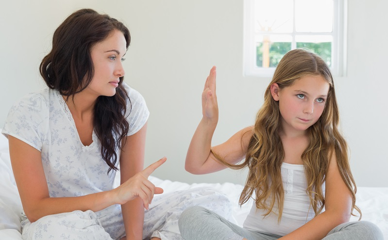 Grundlage beim Einkoten von Kindern kann ein gestörtes Verhältnis zwischen Eltern und Kind sein. (#02)