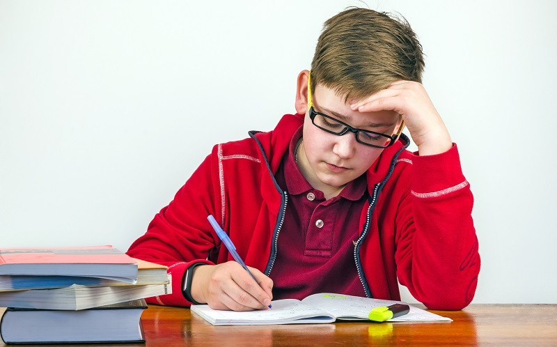 Das Einkoten bei Kindern kann auch stressbedingt nur in bestimmten Situationen vorkommen. (#03)